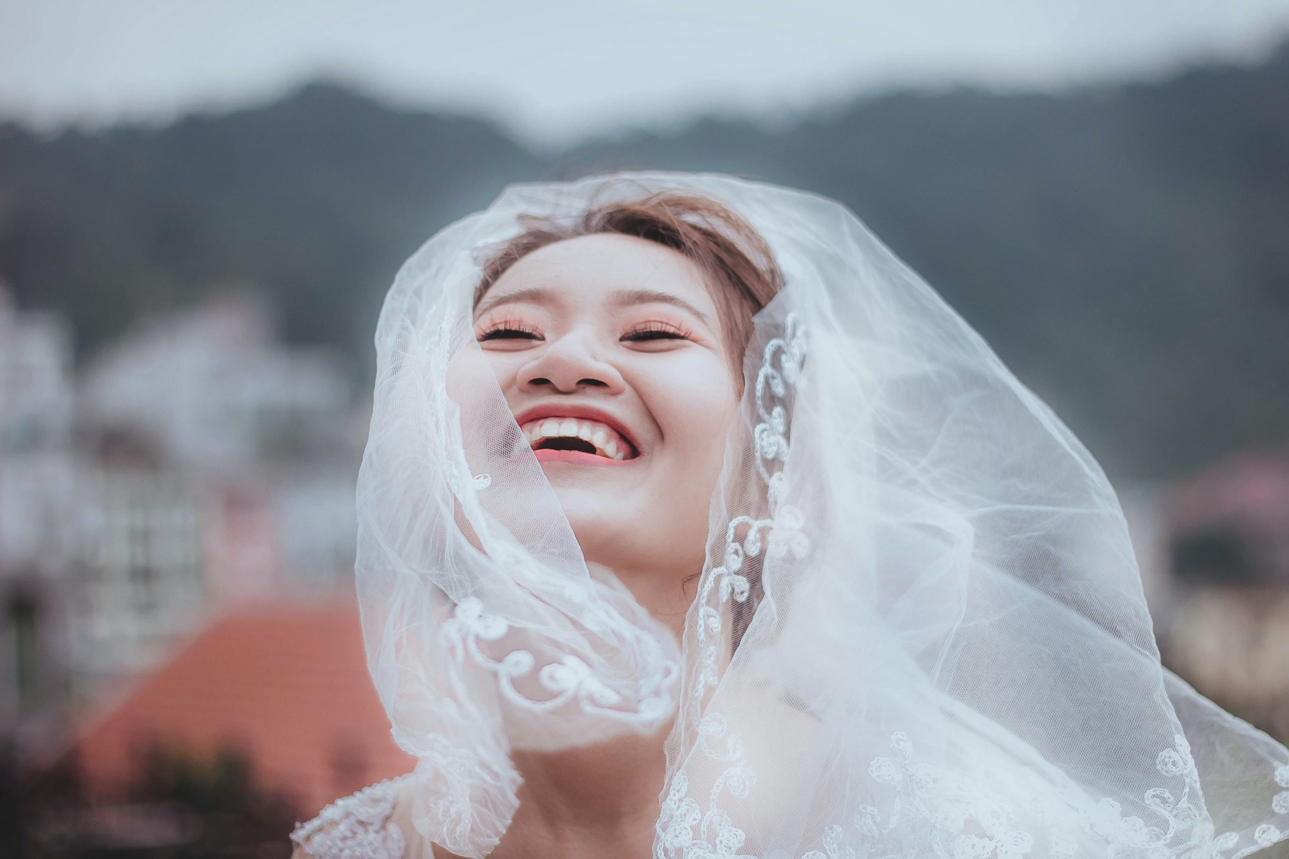 what to wear to an asian wedding bride veil