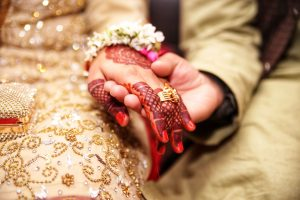 what to wear to an asian wedding indian wedding henna